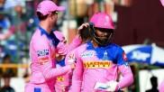 IPL 2021: സഞ്ജുവിന്റെ ടീമില് കളിക്കാന് ആളില്ല, വായ്പയ്ക്ക് വിദേശ താരങ്ങളെ വാങ്ങാന് രാജസ്ഥാന്