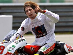 Sports Simoncelli Dies In Crash Kualalumpur Aid