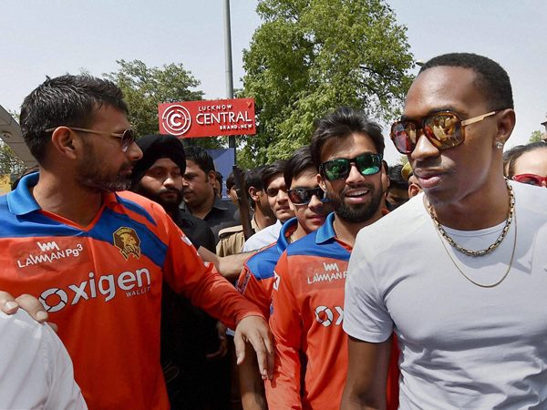 Praveen Kumar Lost His Temper On David Warner During Srh Vs Gl