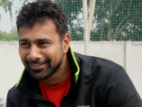 Cricketer Praveen Kumar Joins Samajwadi Party