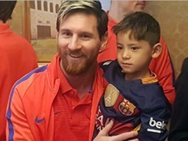 Murtaza Ahmadi Finally Meets Lionel Messi