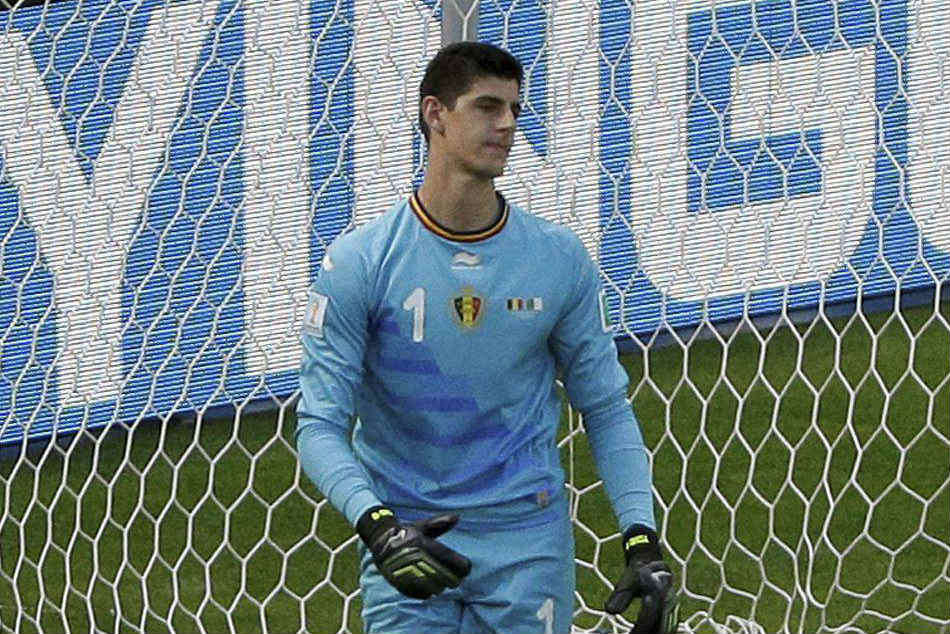 Belgiums Thibaut Courtois Wins Golden Glove