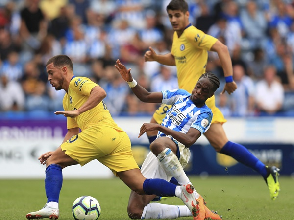 Premier League Chelsea Beat Huddersfield