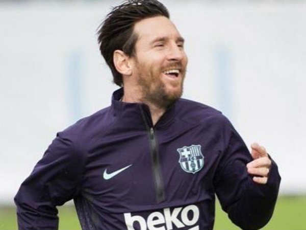 Lionel Messi Returns To Training After Fracturing Forearm