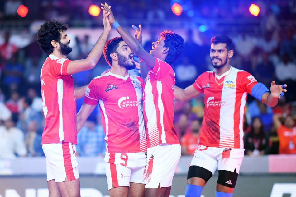 Calicut Heroes Beat U Mumba Volley