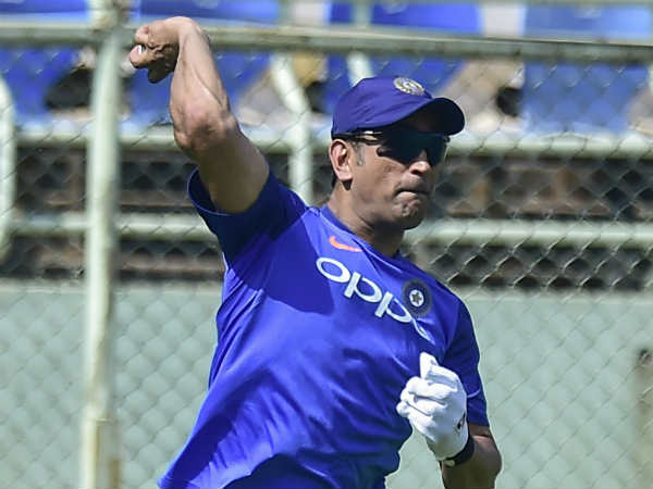 Ms Dhoni Injured During India S Training Session
