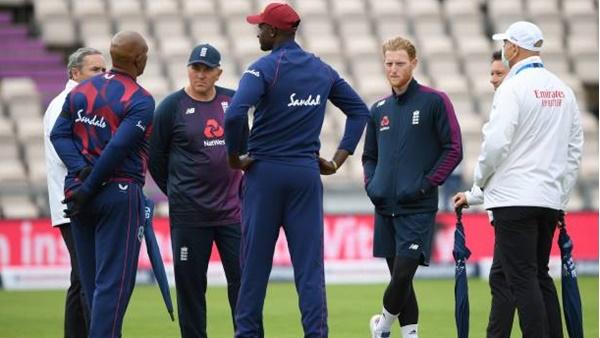 ഇംഗ്ലണ്ട് vs വിന്ഡീസ് ടെസ്റ്റ്: ക്രിക്കറ്റ് മുടക്കി മഴ, ടോസ് വൈകുന്നു