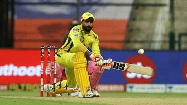 <strong>IPL 2021: ധോണിക്ക് മുമ്പ് രവീന്ദ്ര ജഡേജ ബാറ്റിങ്ങിനിറങ്ങണം- നിര്ദേശിച്ച് സഞ്ജയ് മഞ്ജരേക്കര്</strong>