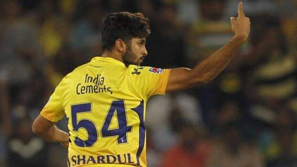 IPL 2021: ധോണിയുടെ ആ 'ടെക്നിക്ക്' ബാറ്റിങ് കൂടുതല് എളുപ്പമാക്കി'- തുറന്ന് പറഞ്ഞ് ശര്ദുല് ഠാക്കൂര്