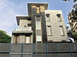 Sports Sachin Moves New Home Without Oc Aid
