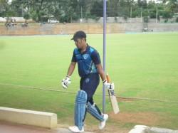 Parvez Rasool S Superb Catch Ends Ms Dhoni Innings Early Vijay Hazare Trophy