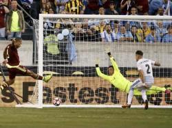 Copa America Uruguay Crash Out As Venezuela Mexico Make Quarter Final