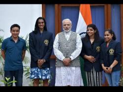 Pm Modi Meets Sindhu Sakshi Dipa And Other Athletes