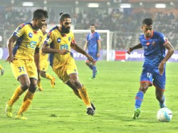 Blasters Soft Midfield And Disastrous Defending Exposes Against Goa
