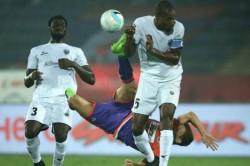Pune City Beats North East United In Isl Match