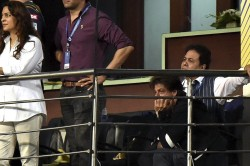 Shah Rukh Khan Returns From Wedding