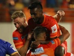 Pune City Beats Mumbai City In Indian Super League Match