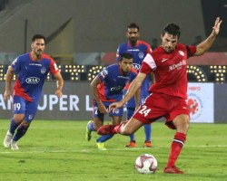 North East United Beats Bengaluru Fc In Isl First Leg Semi Final