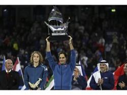 Roger Federer Beats Stefanos Tsitsipas