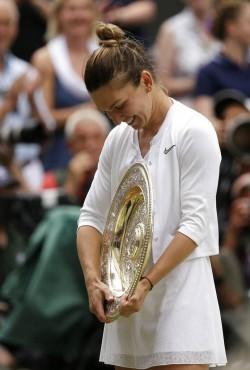 Simona Halep Beats Serena