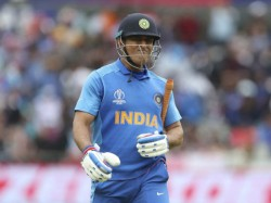 Kohli And Selectors Should Take A Decision On Dhoni S Retirement