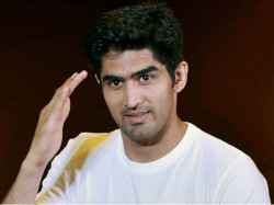 Indian Boxer Vijender Singh Claim 12th Successive Professional Win