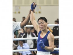 Mary Kom Denies Hand Shake With Nikhat Zareen