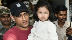 Hair Stylist Posts Video Of Ziva Dhoni Doing Dhoni S Make Up