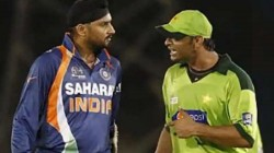 Went To Harbhajan Singh S Room To Fight After That Match Reveals Shoaib Akhtar