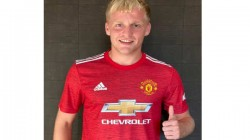 Netherlands Midfielder Donny Van De Beeks Signs For Premier League Giants Manchester United
