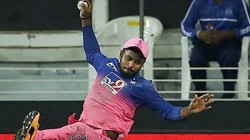 Ipl 2020 Rajasthan Player Sanju Just Escaped From Serious Head Injury While Taking Cummins Catch