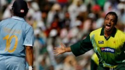 Pak Bowler Shoaib Akhtar Ball Hit Of My Rib Cage Sachin Revelas Batted With Unknown Injury Incident