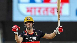 IPL 2021: ഒരേയൊരു എബിഡി, 100 കോടി ക്ലബ്ബില്!- കുറിച്ചത് വമ്പന് റെക്കോര്ഡ്