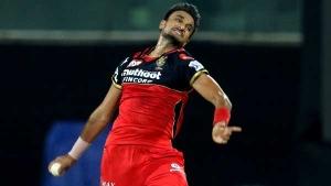 IPL 2021: ബൗളിങില് ഇവര്ക്കു കൈയടിക്കാം, കിടുക്കന് പ്രകടനം- ഹര്ഷലാണ് ഹീറോ നമ്പര് 1