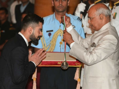 കോലി ഇനി ഇന്ത്യയുടെ 'ഖേല്രത്നം'... പുരസ്കാരം ഏറ്റുവാങ്ങി സൂപ്പര് താരം